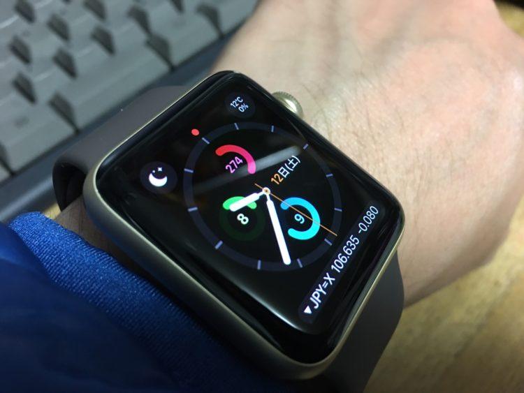 apple watchを腕につけた状態(アクティビティトラッカーモード)